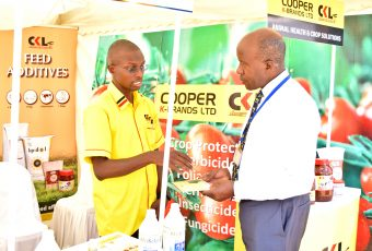 Agribusiness Investor interacting with marketplace trader during the inaugural Agribusiness 2018 Summit